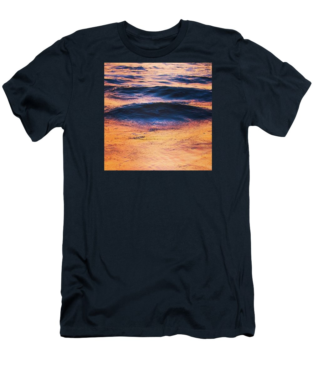 Oc�an Men's T-Shirt (Athletic Fit) featuring the photograph Ondes by Pierre Cal