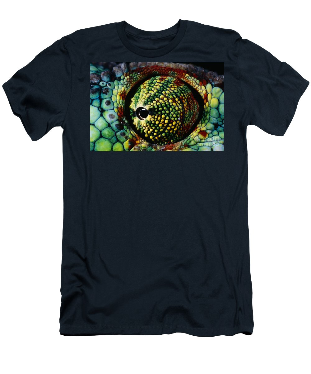 Chameleon Men's T-Shirt (Athletic Fit) featuring the photograph Panther Chameleon Eye by Daniel Heuclin and Photo Researchers