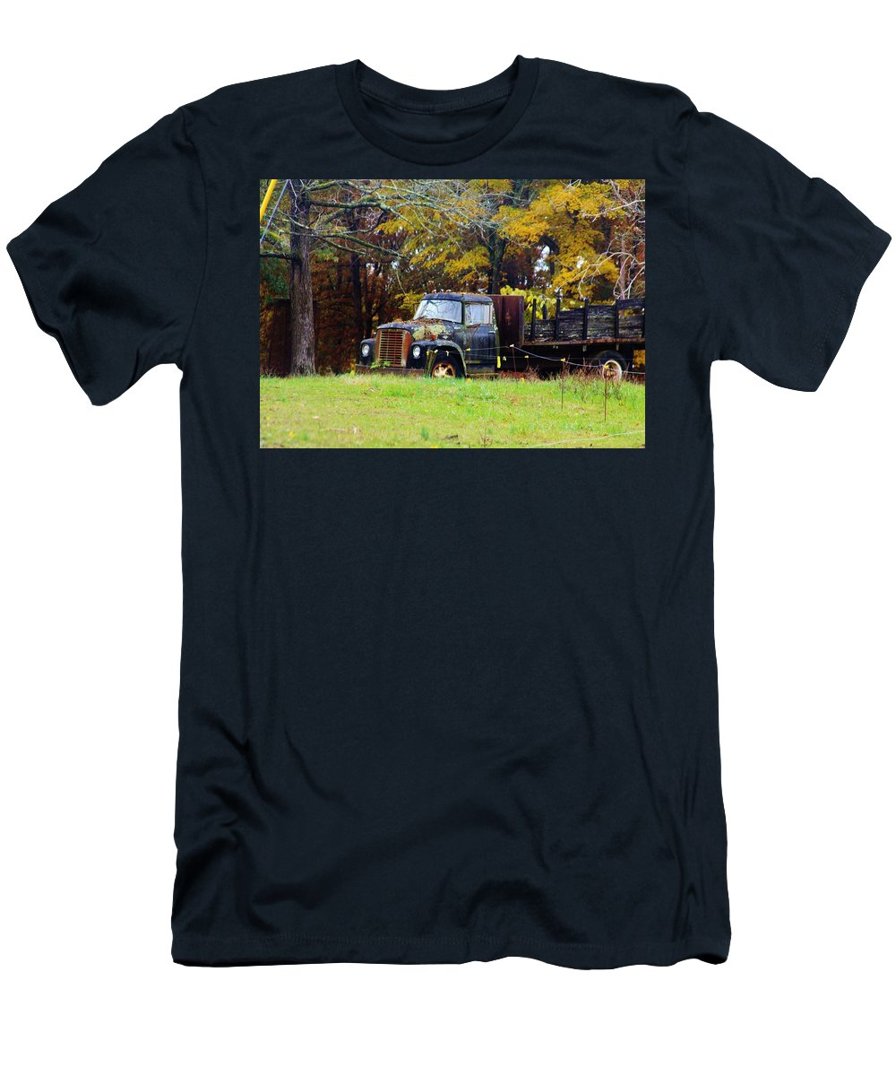 Cookeville Tennessee Men's T-Shirt (Athletic Fit) featuring the photograph Southern Garden Adornment by Lori Mahaffey