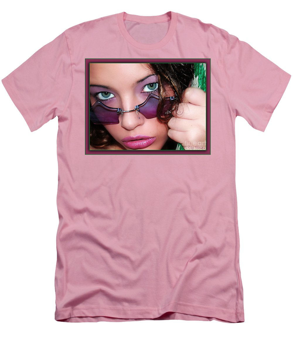 Clay Men's T-Shirt (Athletic Fit) featuring the photograph Green Eye'd Girl by Clayton Bruster