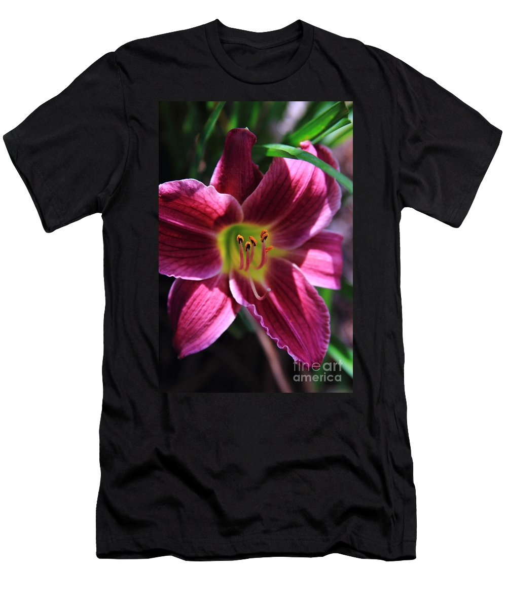 Reid Callaway Flower Men's T-Shirt (Athletic Fit) featuring the photograph Day Lily 2 by Reid Callaway
