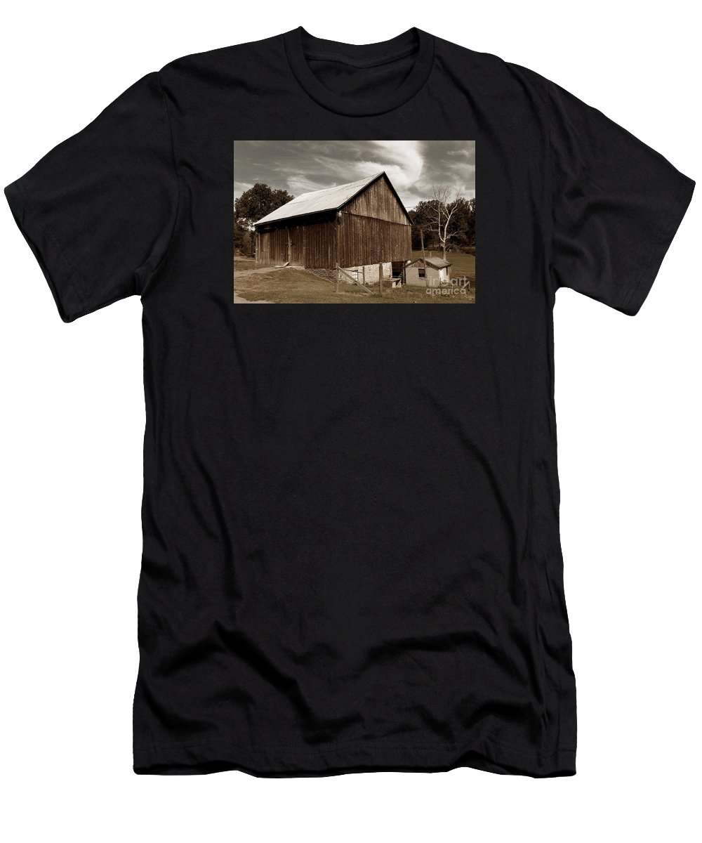 Scenic Tours Men's T-Shirt (Athletic Fit) featuring the photograph Roadside Barn by Skip Willits
