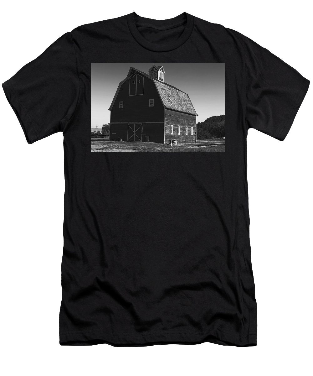 Men's T-Shirt (Athletic Fit) featuring the photograph 1913 Barn Black And White by Cathy Anderson
