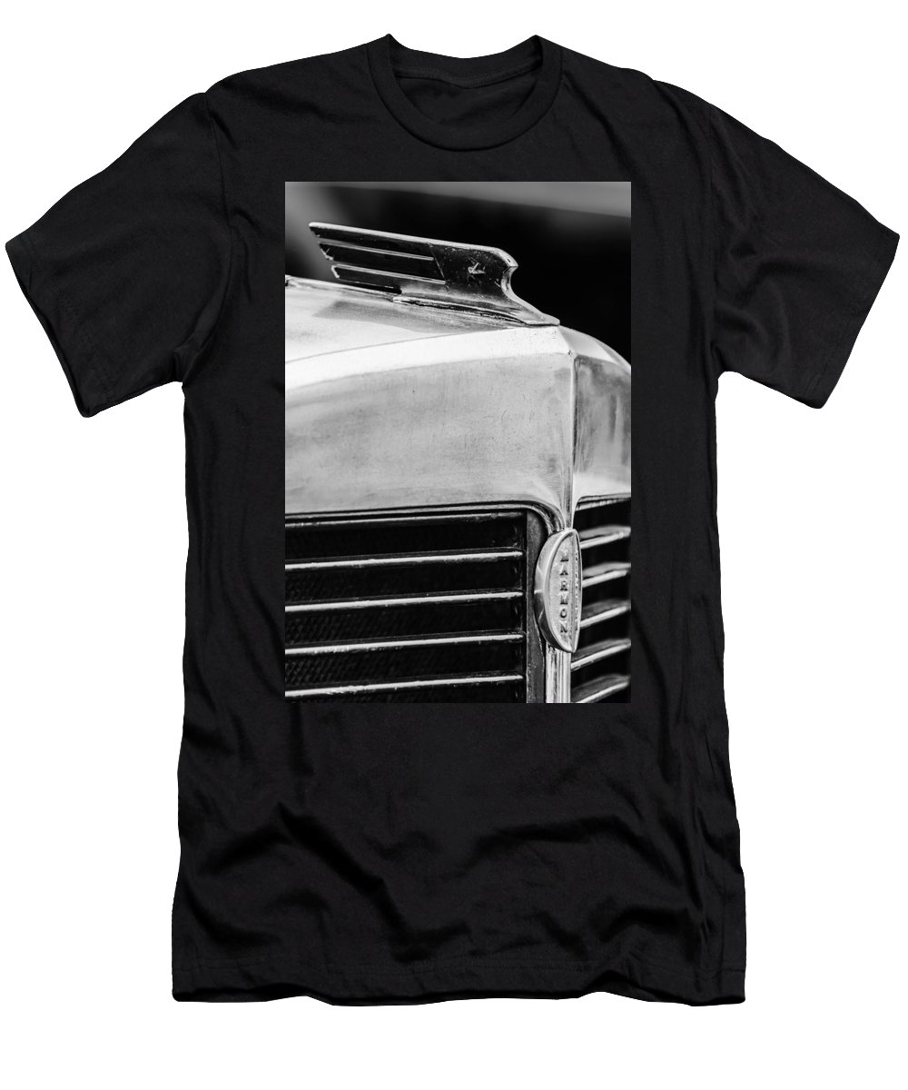 1932 Marmon Sixteen Lebaron Victoria Coupe Hood Ornament Men's T-Shirt (Athletic Fit) featuring the photograph 1932 Marmon Sixteen Lebaron Victoria Coupe Hood Ornament - Grille Emblem - 1904bw by Jill Reger