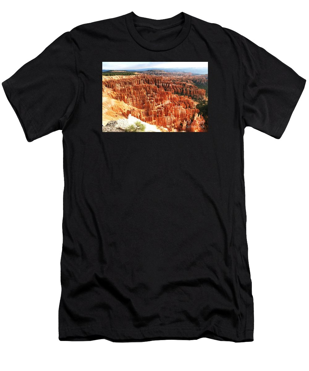 Bryce Canyon Men's T-Shirt (Athletic Fit) featuring the photograph Bryce Canyon Vista by Ilan Meiri