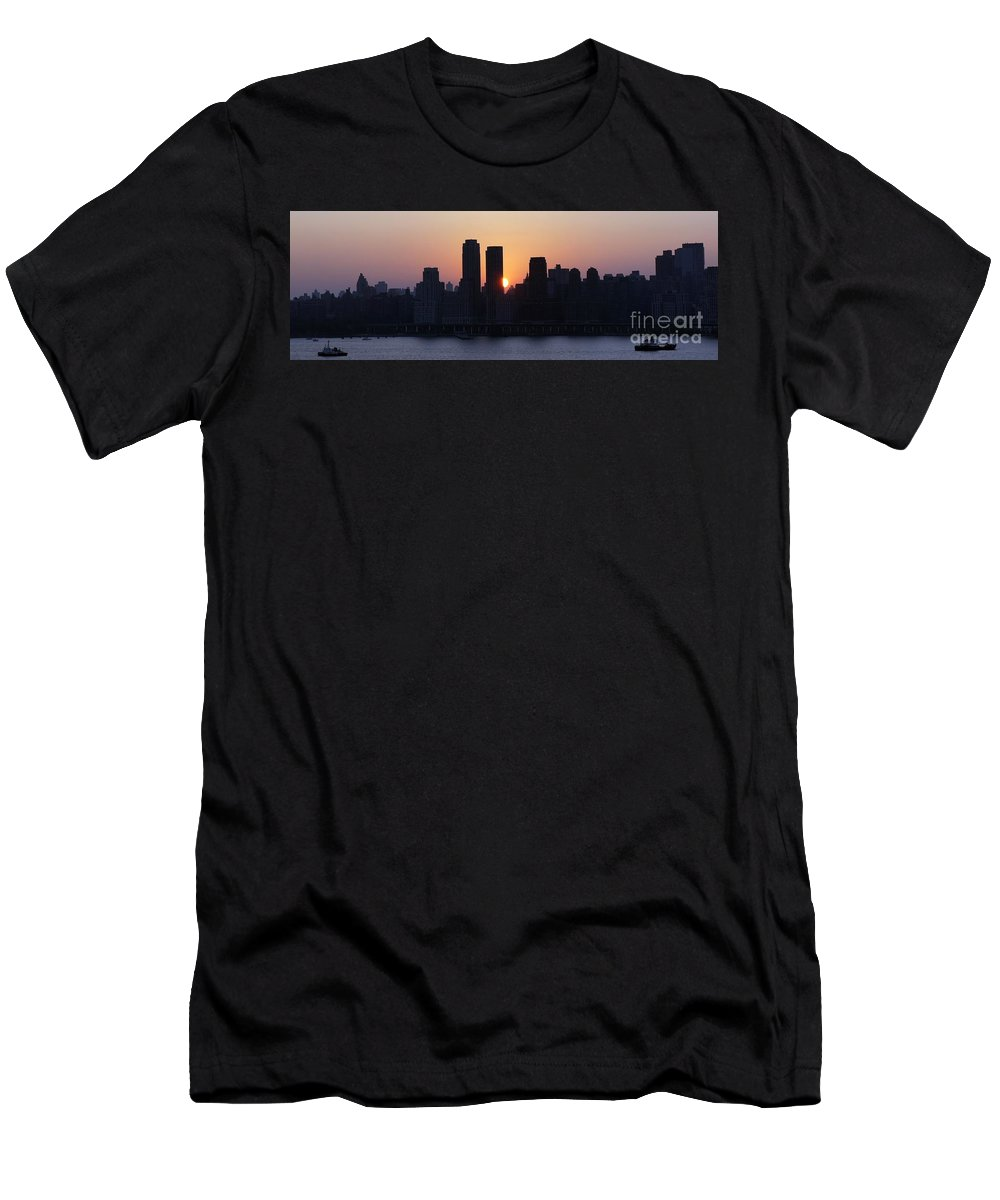 Rising Sun Men's T-Shirt (Athletic Fit) featuring the photograph Morning On The Hudson by Lilliana Mendez