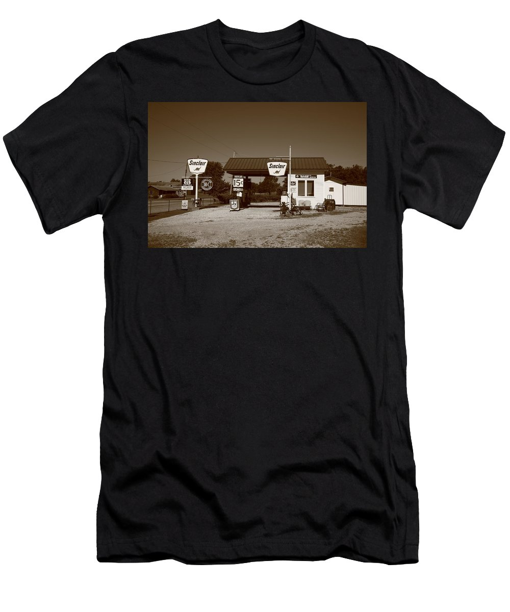 66 Men's T-Shirt (Athletic Fit) featuring the photograph Route 66 Gas Station by Frank Romeo