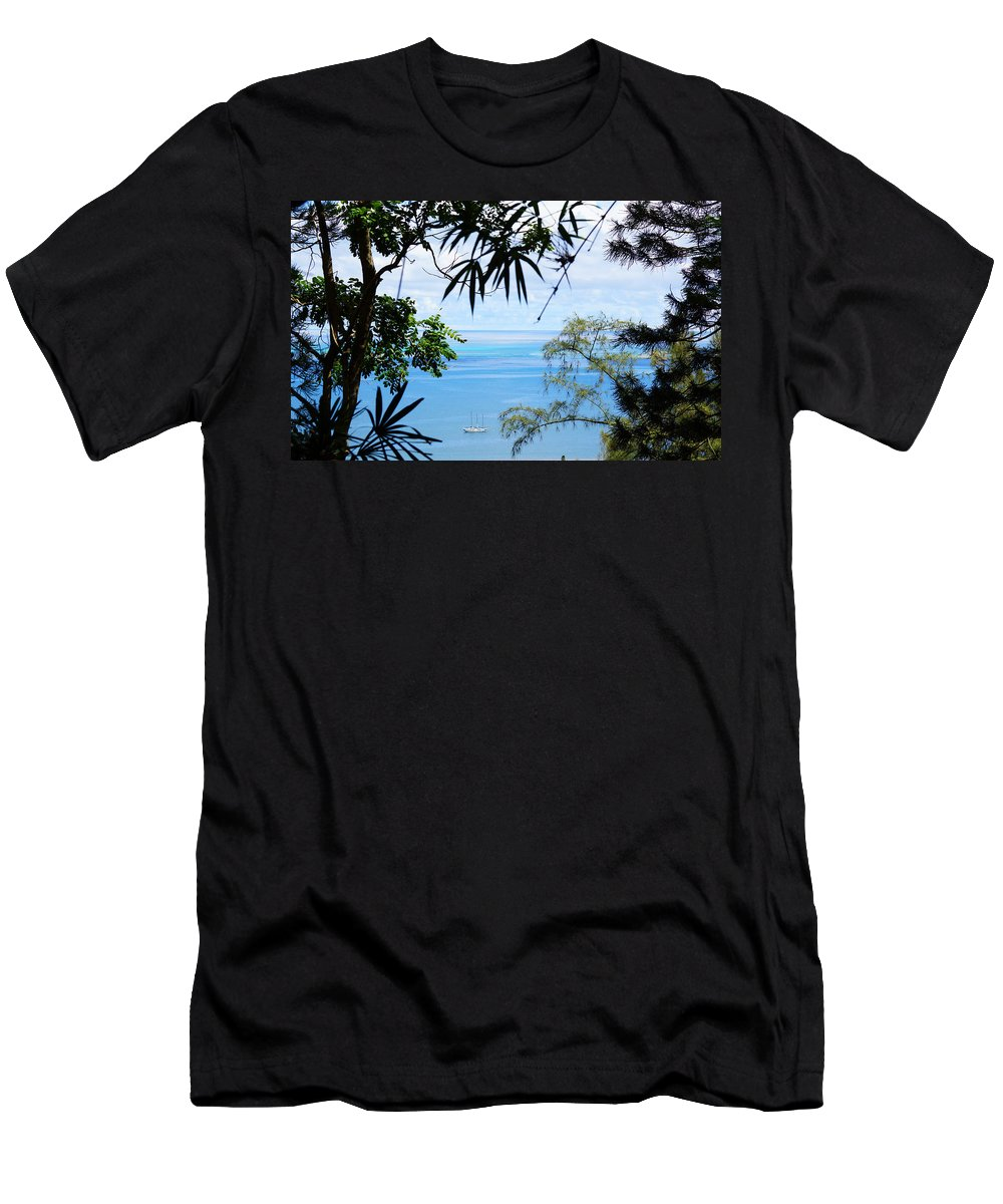 Hawaii Men's T-Shirt (Athletic Fit) featuring the photograph Anchorage In Paradise by Kevin Smith
