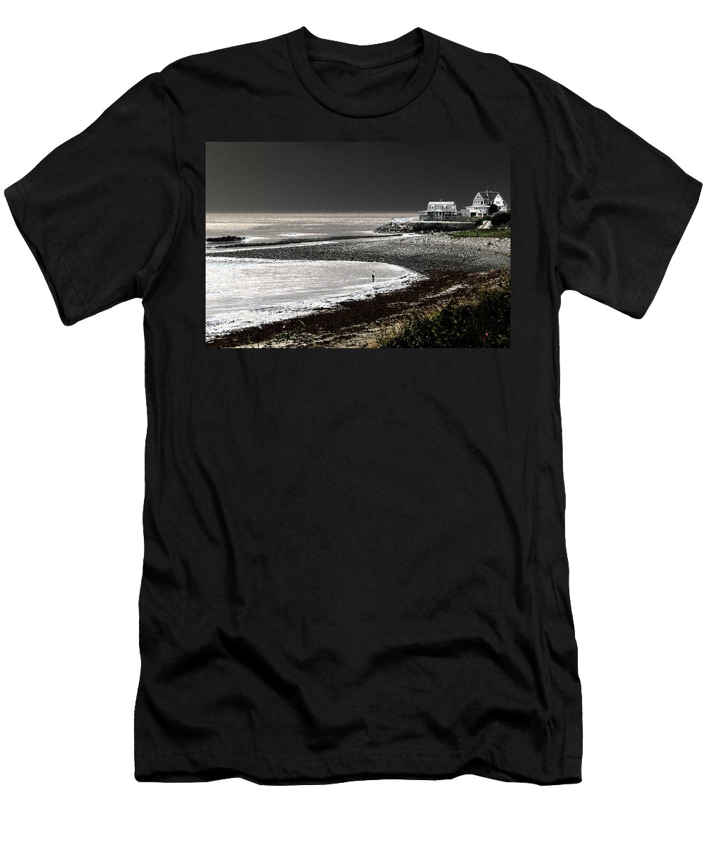 Hull Massachusetts Men's T-Shirt (Athletic Fit) featuring the photograph Beach Comber by Ron White