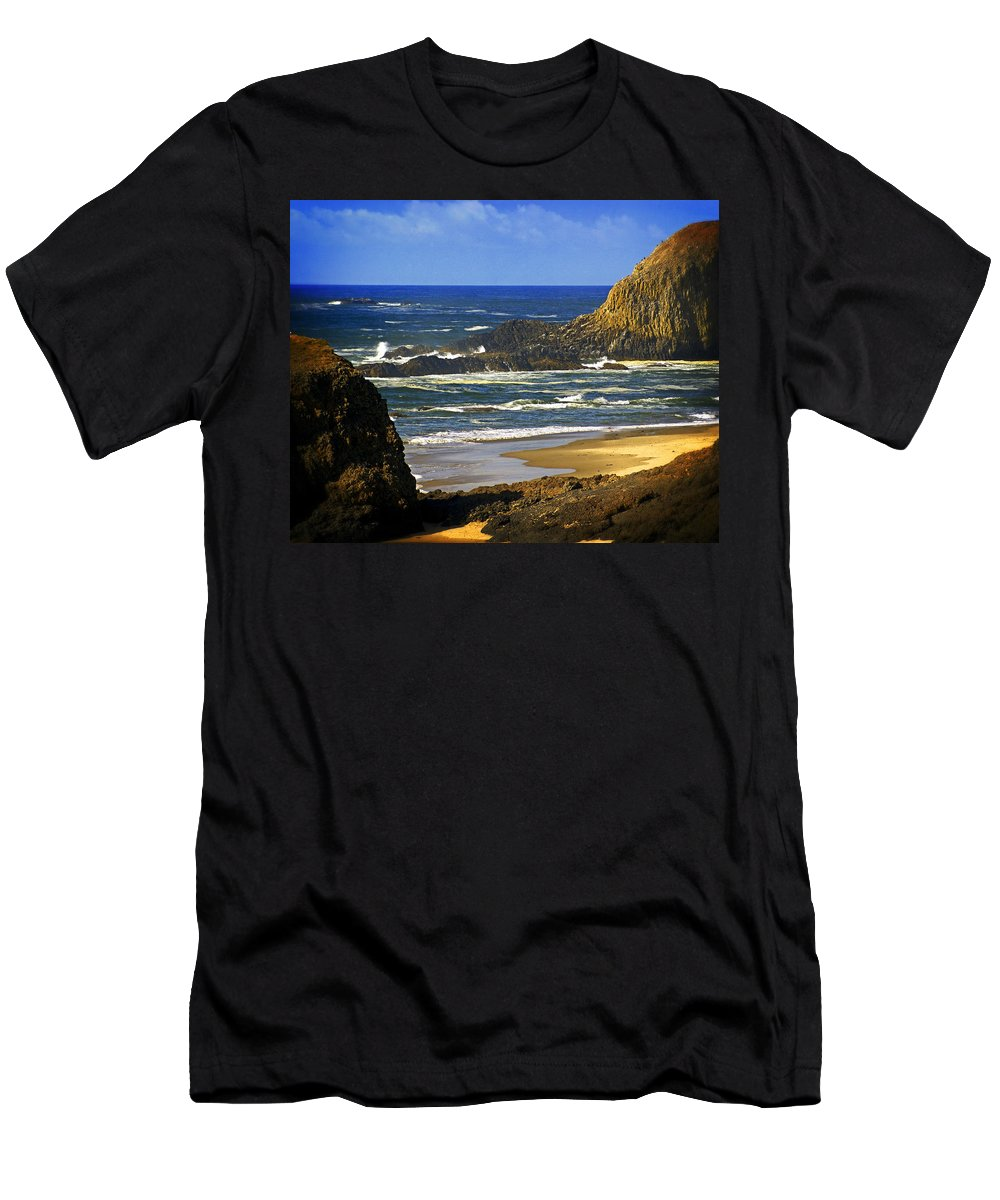 Ocean Men's T-Shirt (Athletic Fit) featuring the photograph Big Head Pointe by Marty Koch