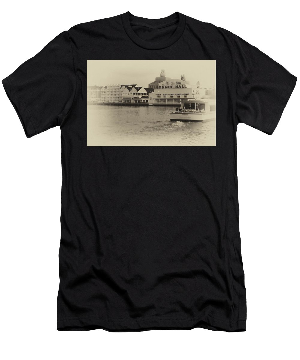 Castle Men's T-Shirt (Athletic Fit) featuring the photograph Boardwalk Boat Ride Wdw In Heirloom by Thomas Woolworth