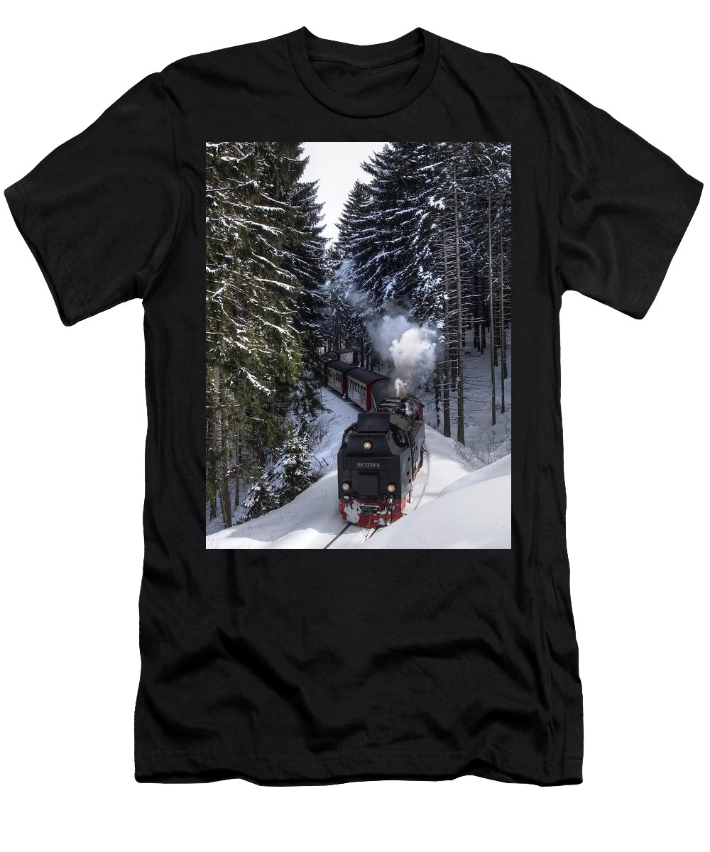 Christmas Men's T-Shirt (Athletic Fit) featuring the pyrography Borckenbahn by Steffen Gierok