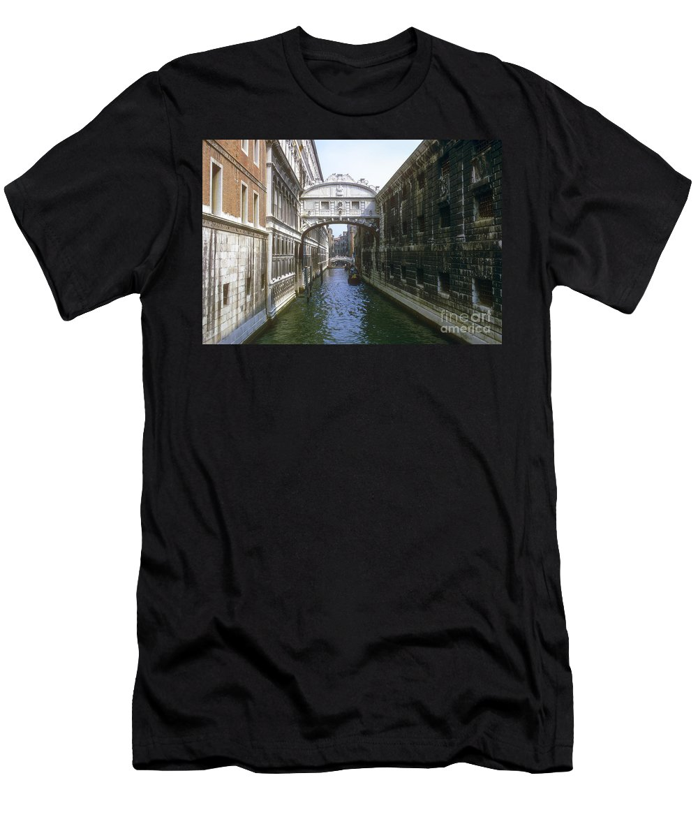 Bridge Of Sighs Venice Canal Canals Building Buildings Structure Structures Architecture Water Bridges City Cities Cityscape Cityscapes Italy Men's T-Shirt (Athletic Fit) featuring the photograph Bridge Of Sighs by Bob Phillips