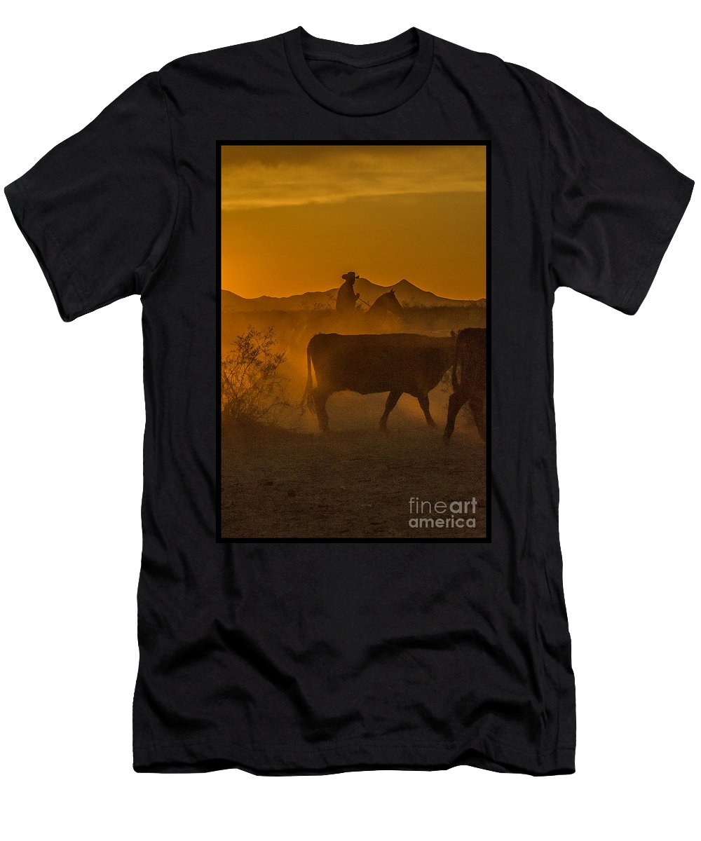 Cattle Men's T-Shirt (Athletic Fit) featuring the photograph Cattle Drive 16 by Larry White