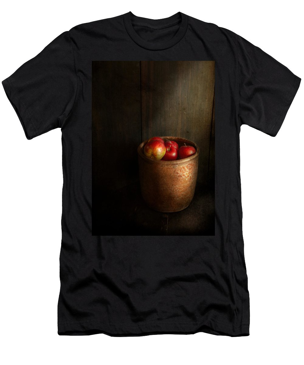 Hdr Men's T-Shirt (Athletic Fit) featuring the photograph Chef - Fruit - Apples by Mike Savad