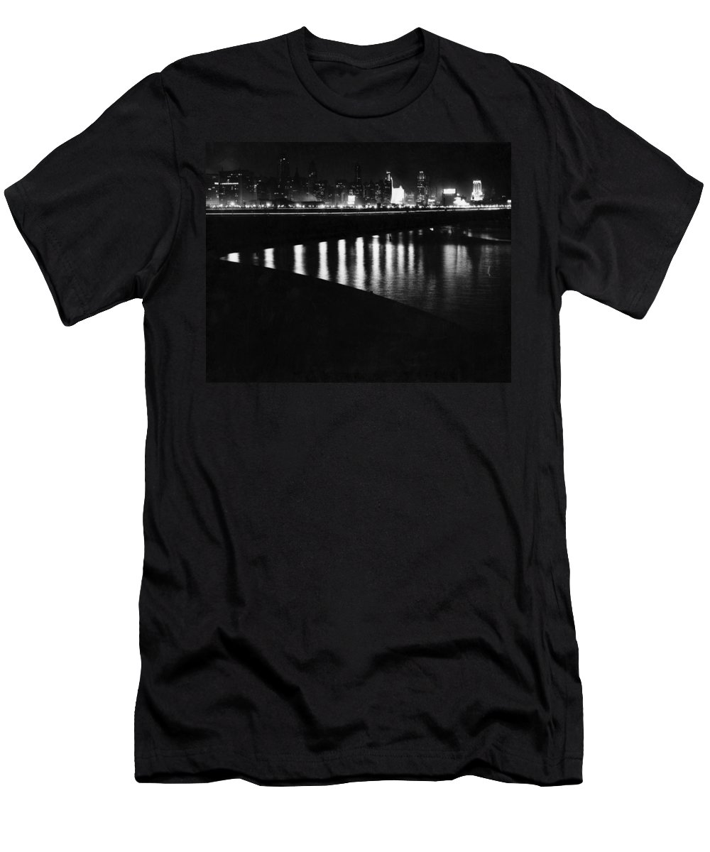 1920s Men's T-Shirt (Athletic Fit) featuring the photograph Chicago At Night by Underwood Archives