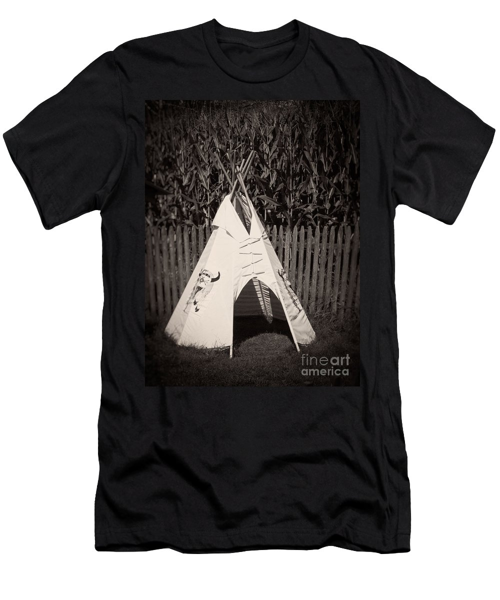 Backyard Men's T-Shirt (Athletic Fit) featuring the photograph Childs Vintage Play Tipi by Edward Fielding