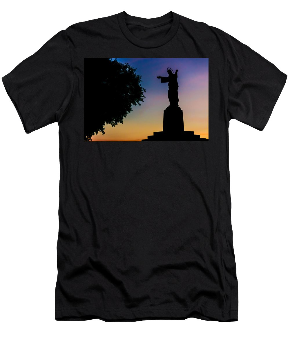 Christ Men's T-Shirt (Athletic Fit) featuring the photograph Christ Welcomes Darkness At Sunset by Ernesto Santos