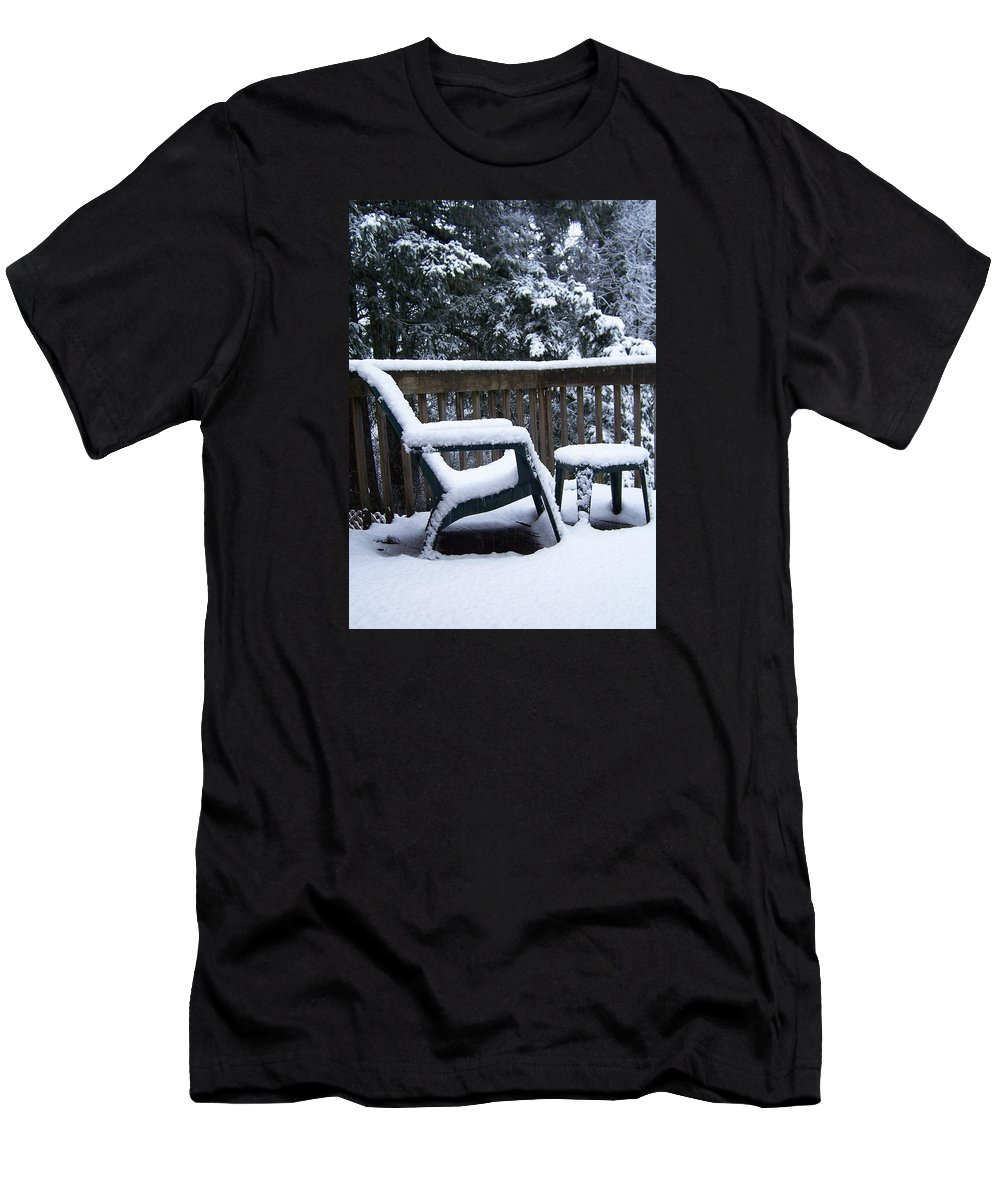 Snow Men's T-Shirt (Athletic Fit) featuring the photograph Christmas Eve Deck Chair by Blythe Ayne