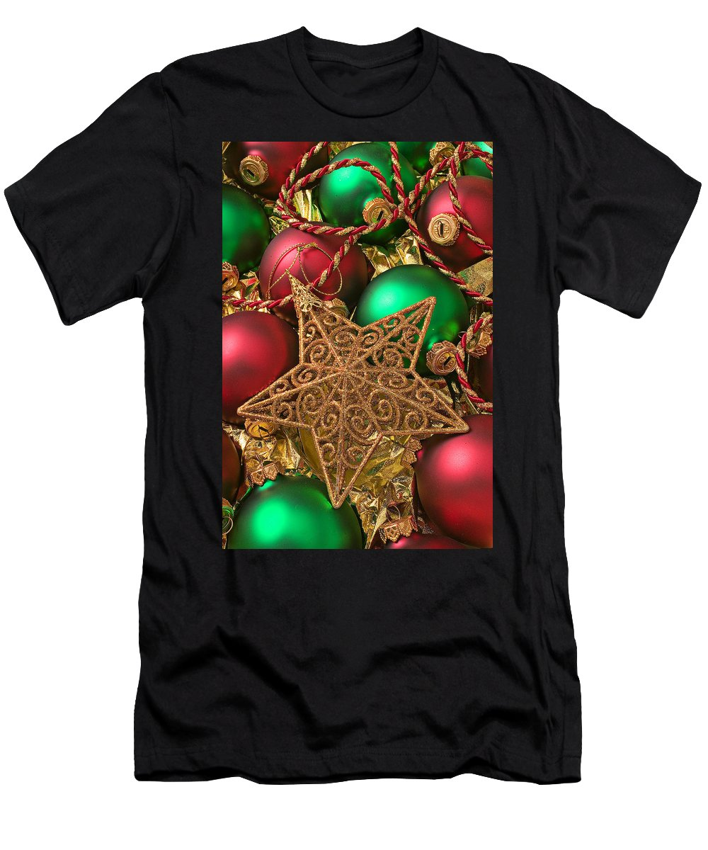 Red Fancy Men's T-Shirt (Athletic Fit) featuring the photograph Christmas Gold Star by Garry Gay