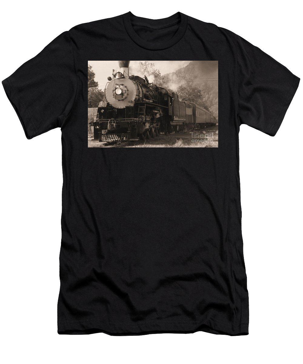 Trains Men's T-Shirt (Athletic Fit) featuring the photograph Coming Around The Mountain by Richard Rizzo