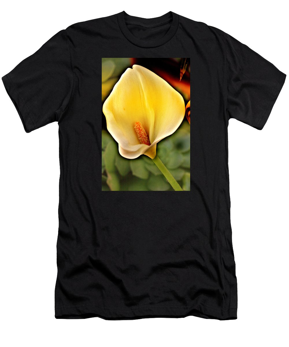 Calla Men's T-Shirt (Athletic Fit) featuring the photograph Core Of The Heart by Music of the Heart