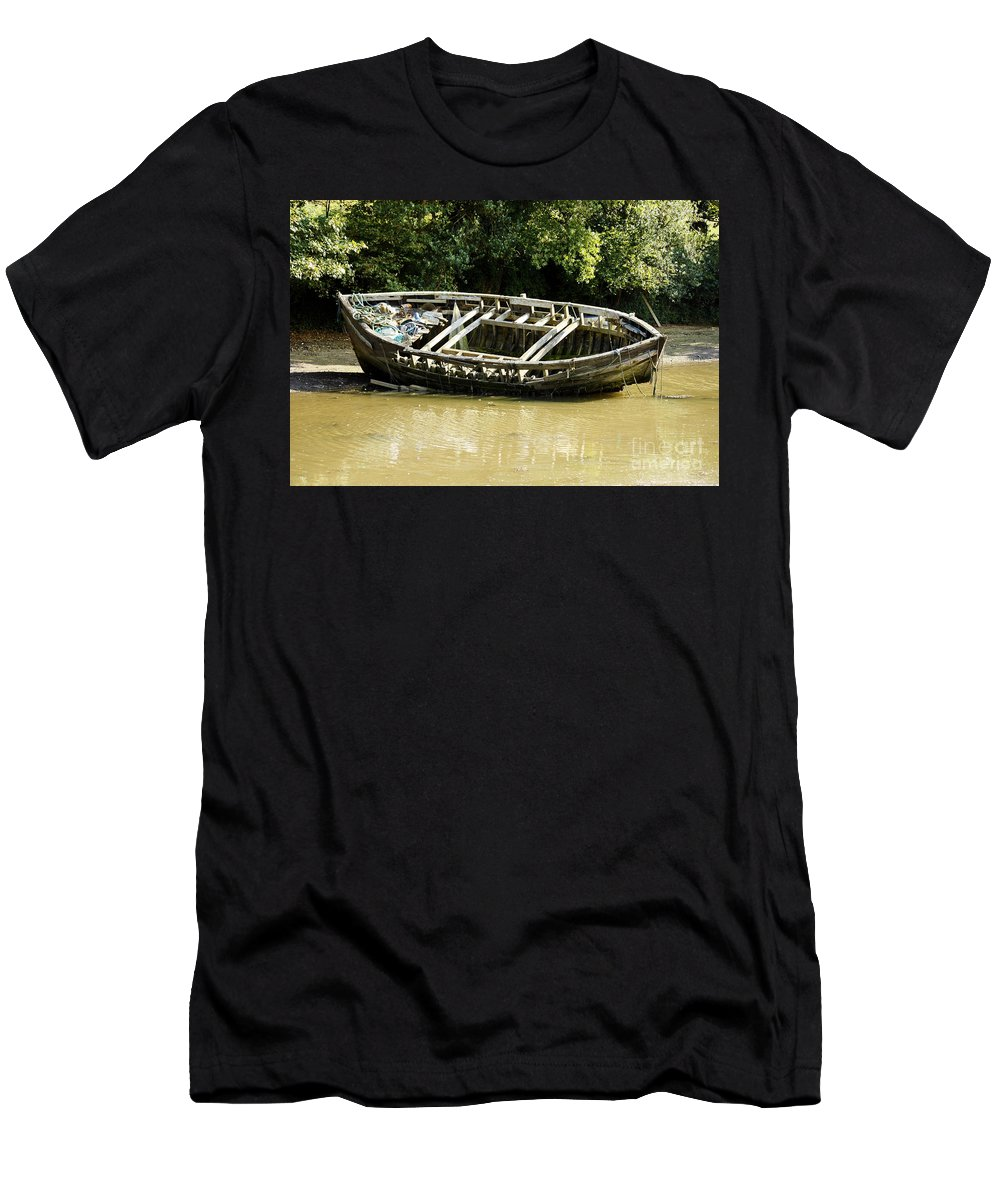 Cornwall Men's T-Shirt (Athletic Fit) featuring the photograph Cornish Shipwreck by Terri Waters