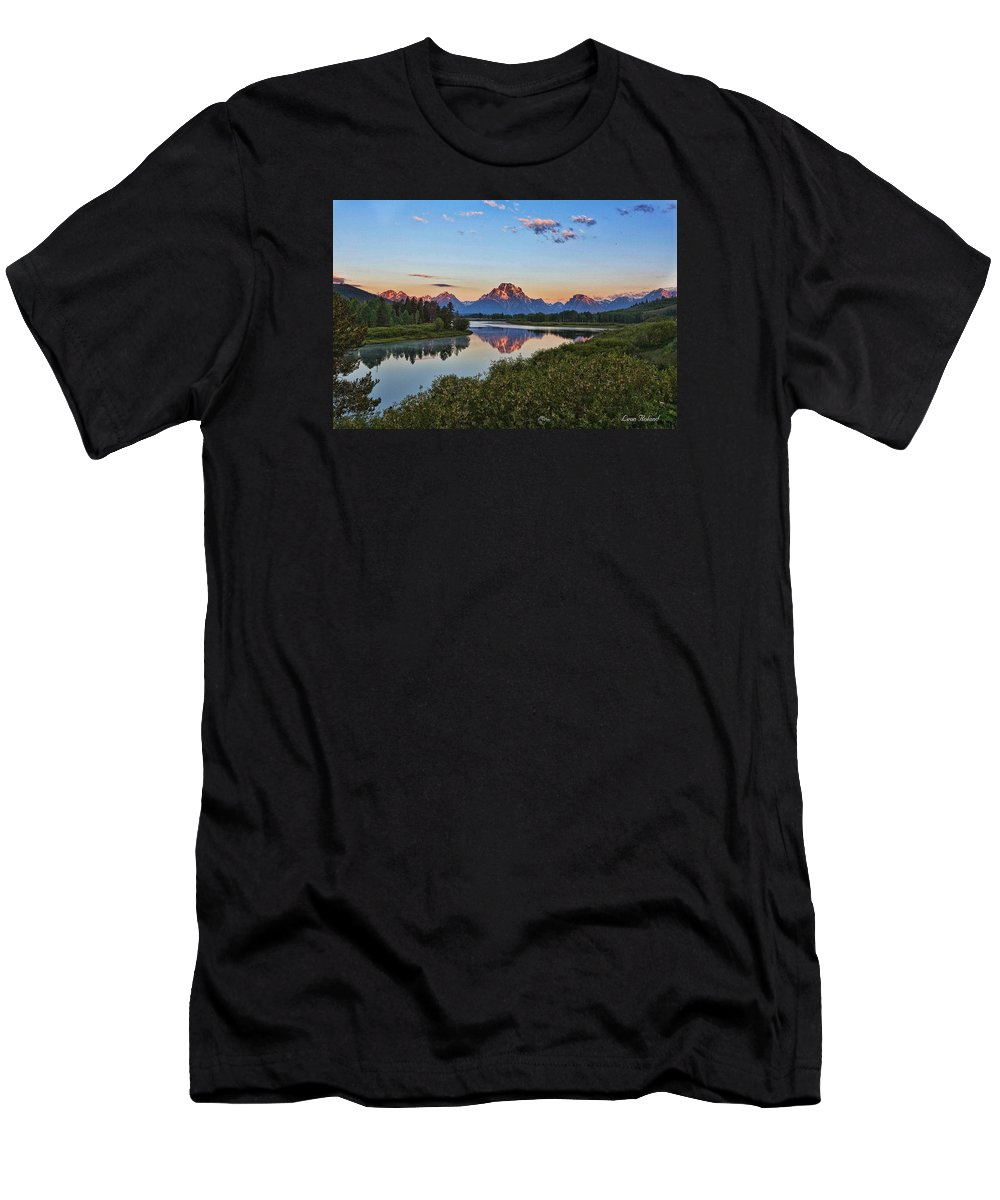 Bend Men's T-Shirt (Athletic Fit) featuring the photograph Early Morning At Oxbow Bend by Leon Roland