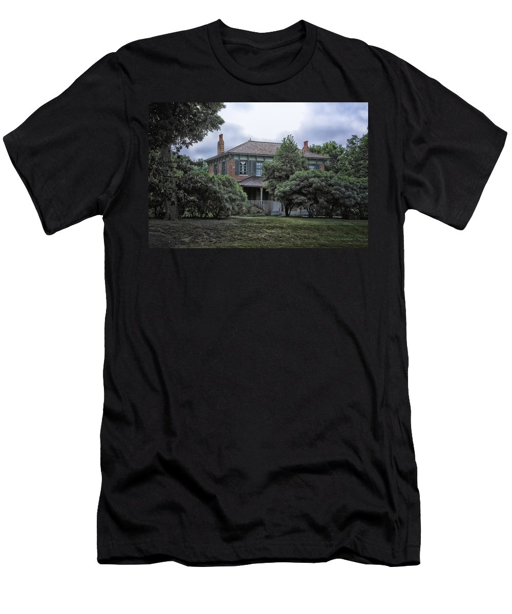 Victorian Men's T-Shirt (Athletic Fit) featuring the photograph Early Victorian Italianate House by Thomas Woolworth