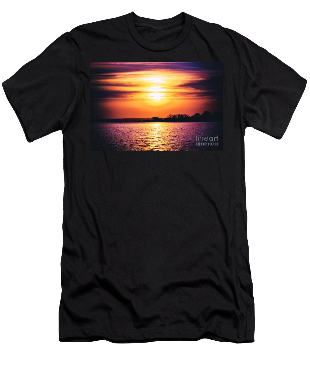 Sun Men's T-Shirt (Athletic Fit) featuring the photograph Encroachment by Joe Geraci