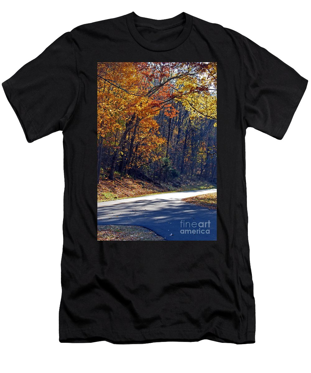 Scenic Tours Men's T-Shirt (Athletic Fit) featuring the photograph Fall On The Parkway by Skip Willits