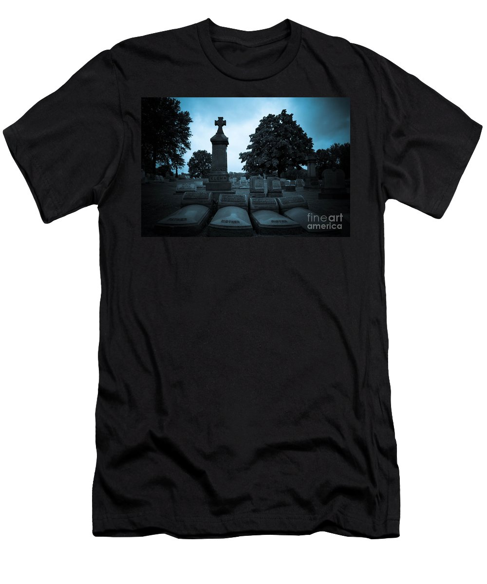 Alleghenycounty Men's T-Shirt (Athletic Fit) featuring the photograph Family At Rest by Amy Cicconi
