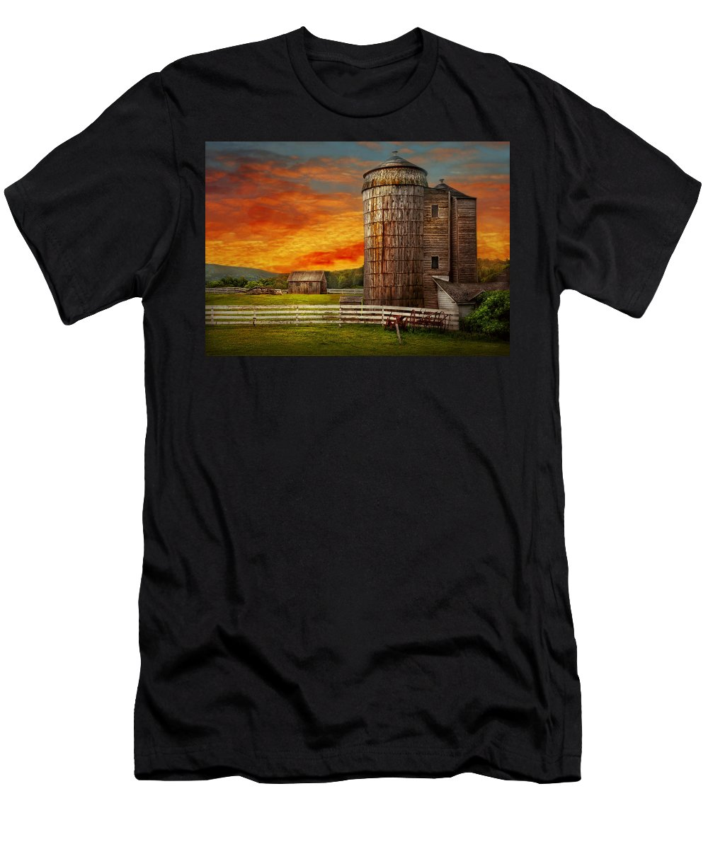 Farm Men's T-Shirt (Athletic Fit) featuring the photograph Farm - Barn - Welcome To The Farm by Mike Savad