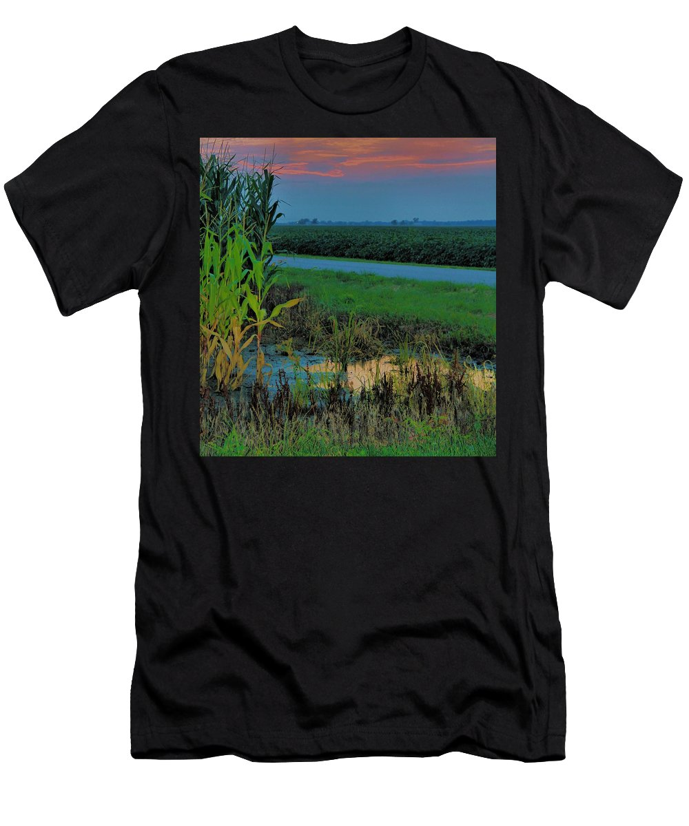 Sunset Men's T-Shirt (Athletic Fit) featuring the photograph Farm Sunset by Dan Sproul