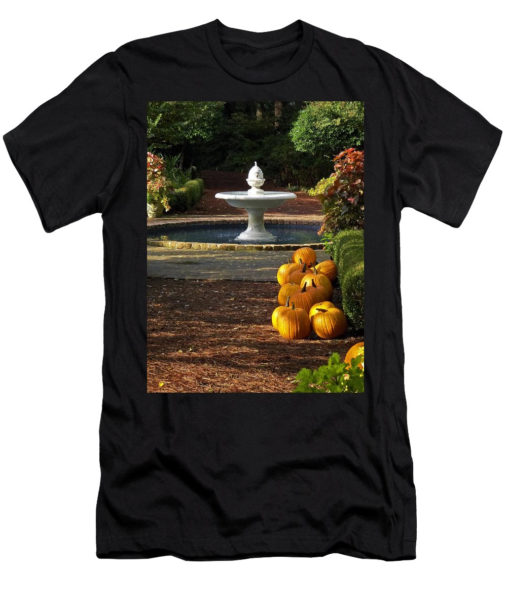 North Carolina Men's T-Shirt (Athletic Fit) featuring the photograph Fountain And Pumpkins At The Elizabethan Gardens by Greg Reed