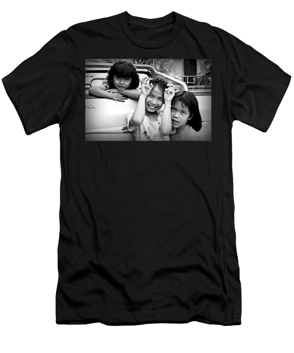Black And White Men's T-Shirt (Athletic Fit) featuring the photograph Friendship by Ian Gledhill