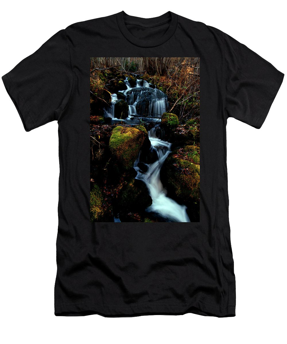 Stream Men's T-Shirt (Athletic Fit) featuring the photograph Gentle Descent by Jeremy Rhoades