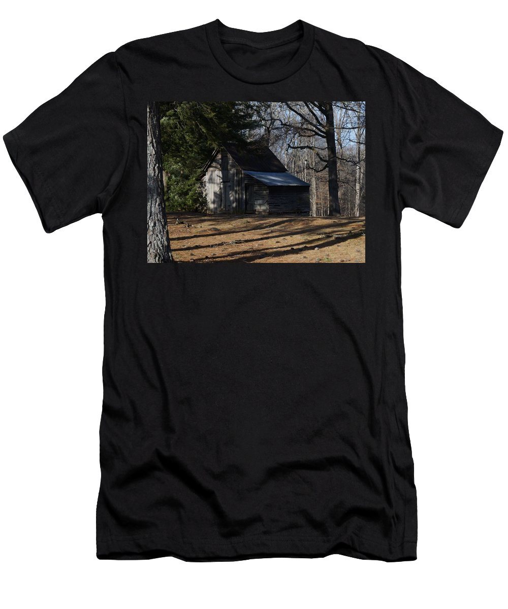 Northern Men's T-Shirt (Athletic Fit) featuring the photograph Georgia Barn by John Wall
