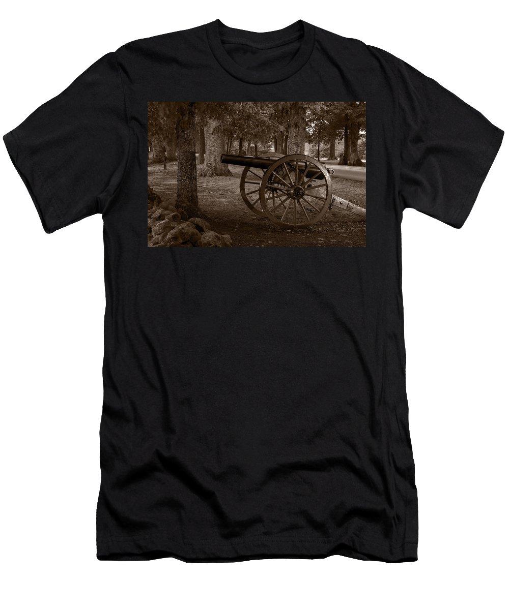 Gettysburg Men's T-Shirt (Athletic Fit) featuring the photograph Gettysburg Cannon B W by Steve Gadomski