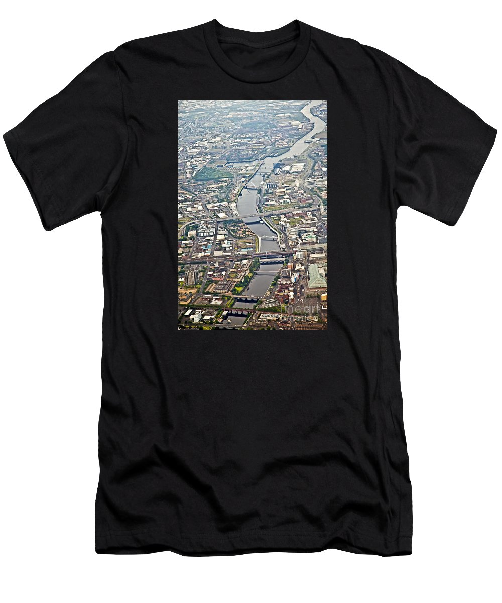 Glasgow Men's T-Shirt (Athletic Fit) featuring the photograph Glasgow Aerial by Liz Leyden