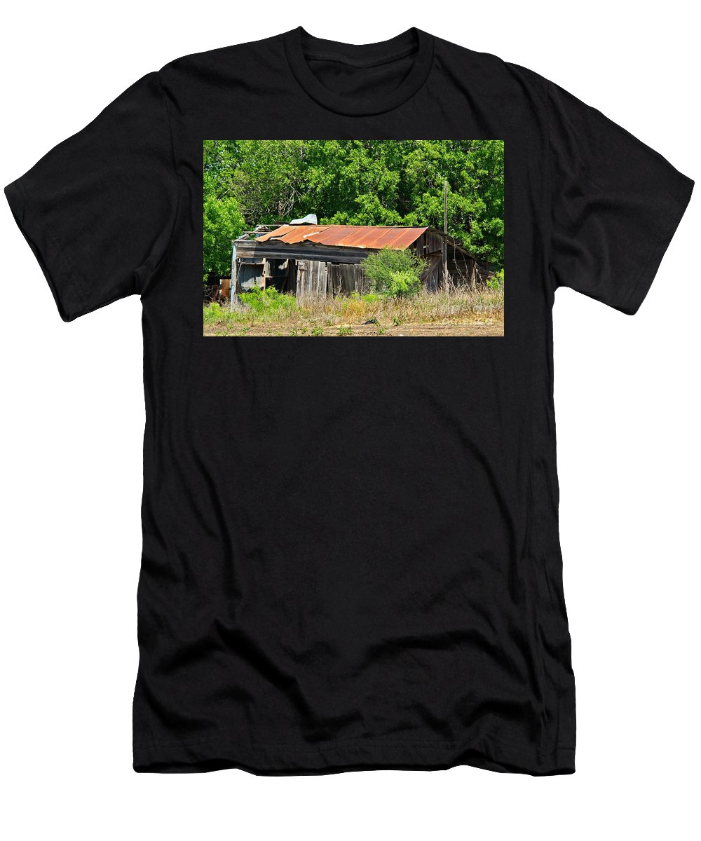 Gone Home Men's T-Shirt (Athletic Fit) featuring the photograph Gone Home by Gary Richards