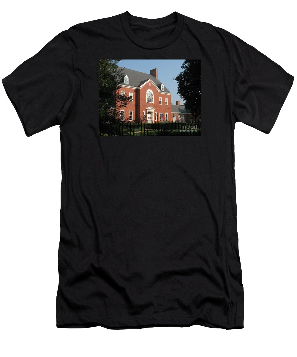 Governers Ome Men's T-Shirt (Athletic Fit) featuring the photograph Governor House Annapolis by Christiane Schulze Art And Photography
