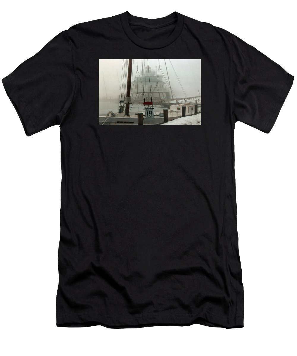 Lighthouse Men's T-Shirt (Athletic Fit) featuring the photograph Hooper Straight Lighthouse by Skip Willits