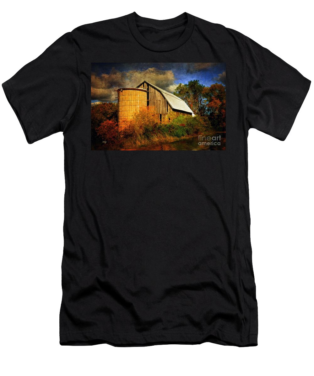 Barn Men's T-Shirt (Athletic Fit) featuring the photograph In The Gloaming by Lois Bryan