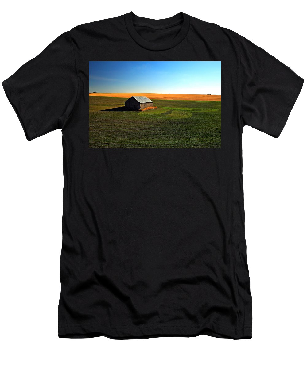 Barn Men's T-Shirt (Athletic Fit) featuring the photograph Infinity by Pam Colander