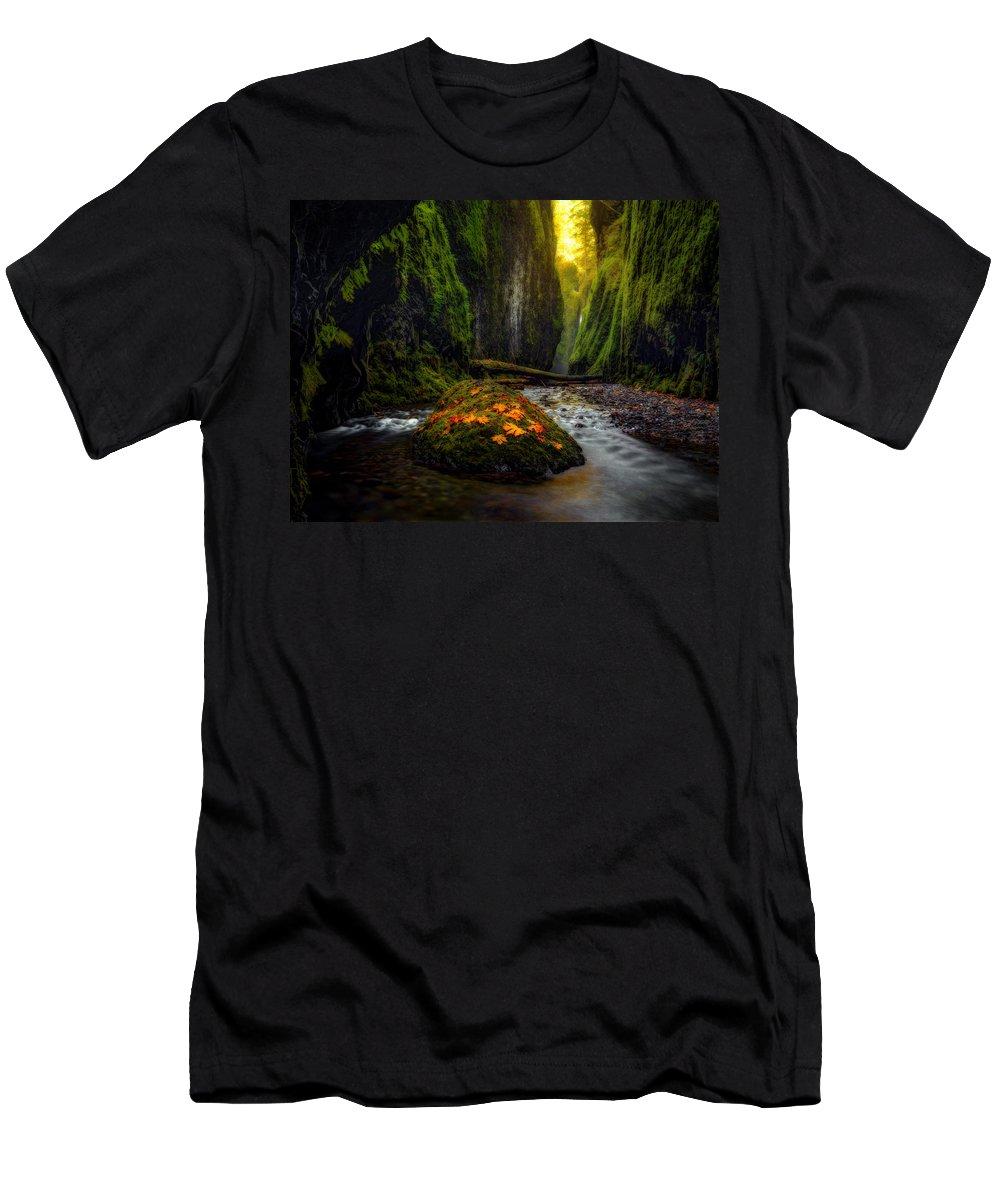Oregon Men's T-Shirt (Athletic Fit) featuring the photograph Inner Sanctum by Dustin LeFevre