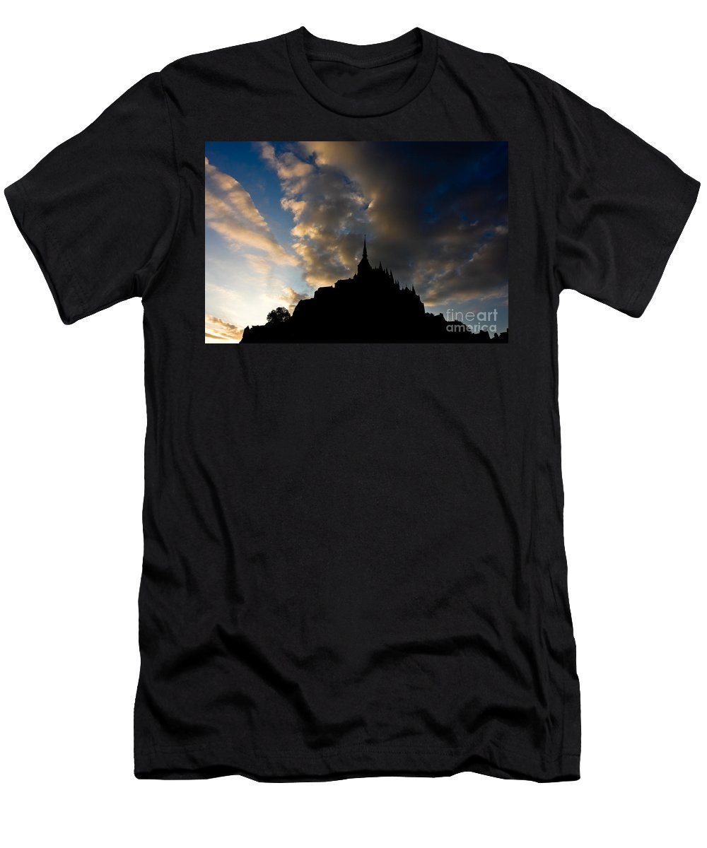 Sunset Men's T-Shirt (Athletic Fit) featuring the photograph Le Mont Saint Michel by Brothers Beerens