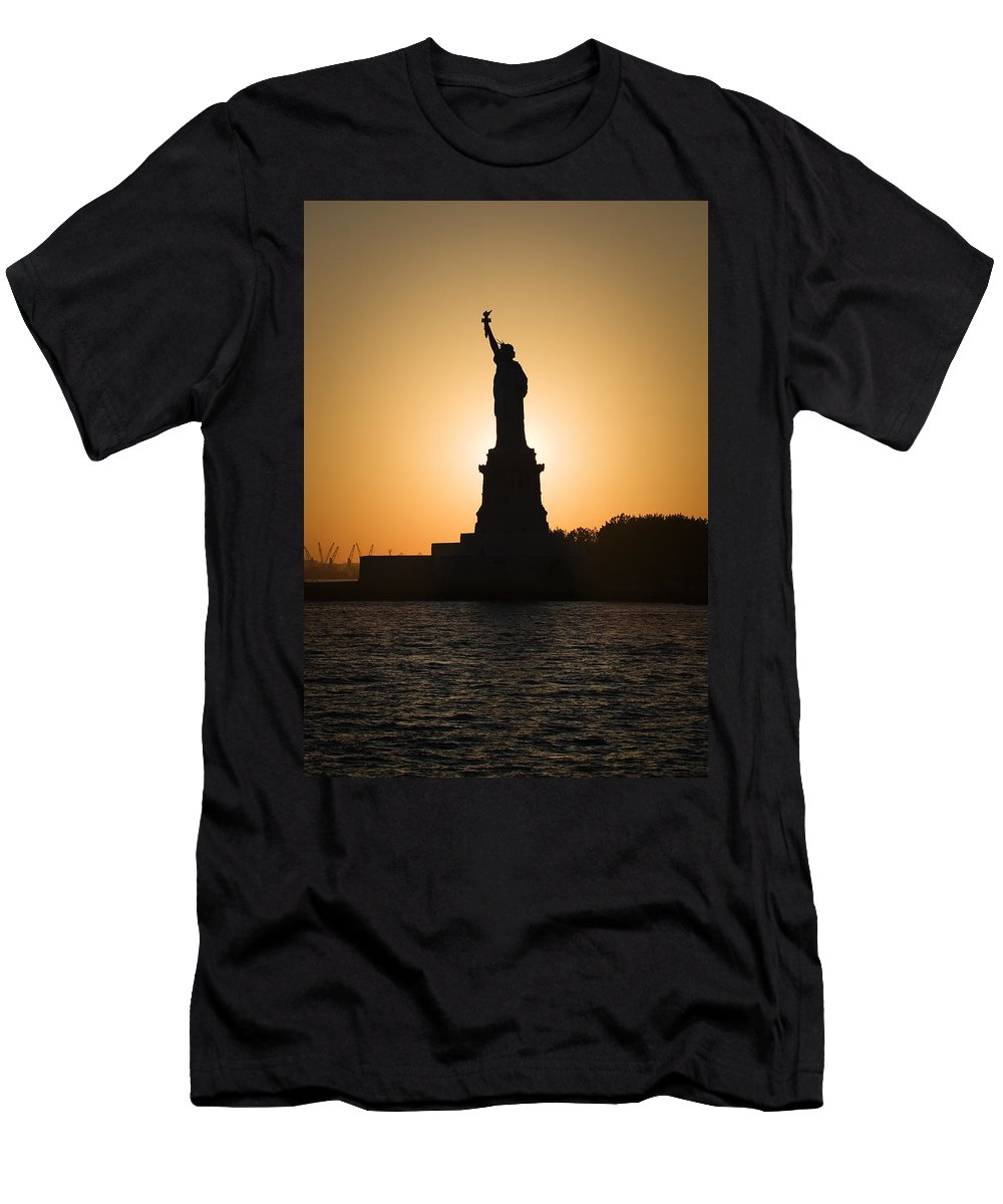 Statue Of Liberty Men's T-Shirt (Athletic Fit) featuring the photograph Liberty Sunset by Dave Bowman