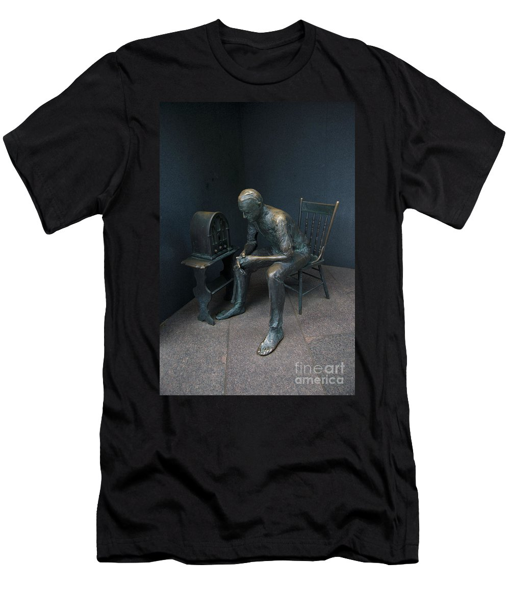 Exterior Men's T-Shirt (Athletic Fit) featuring the digital art Listening To The Radio by Carol Ailles
