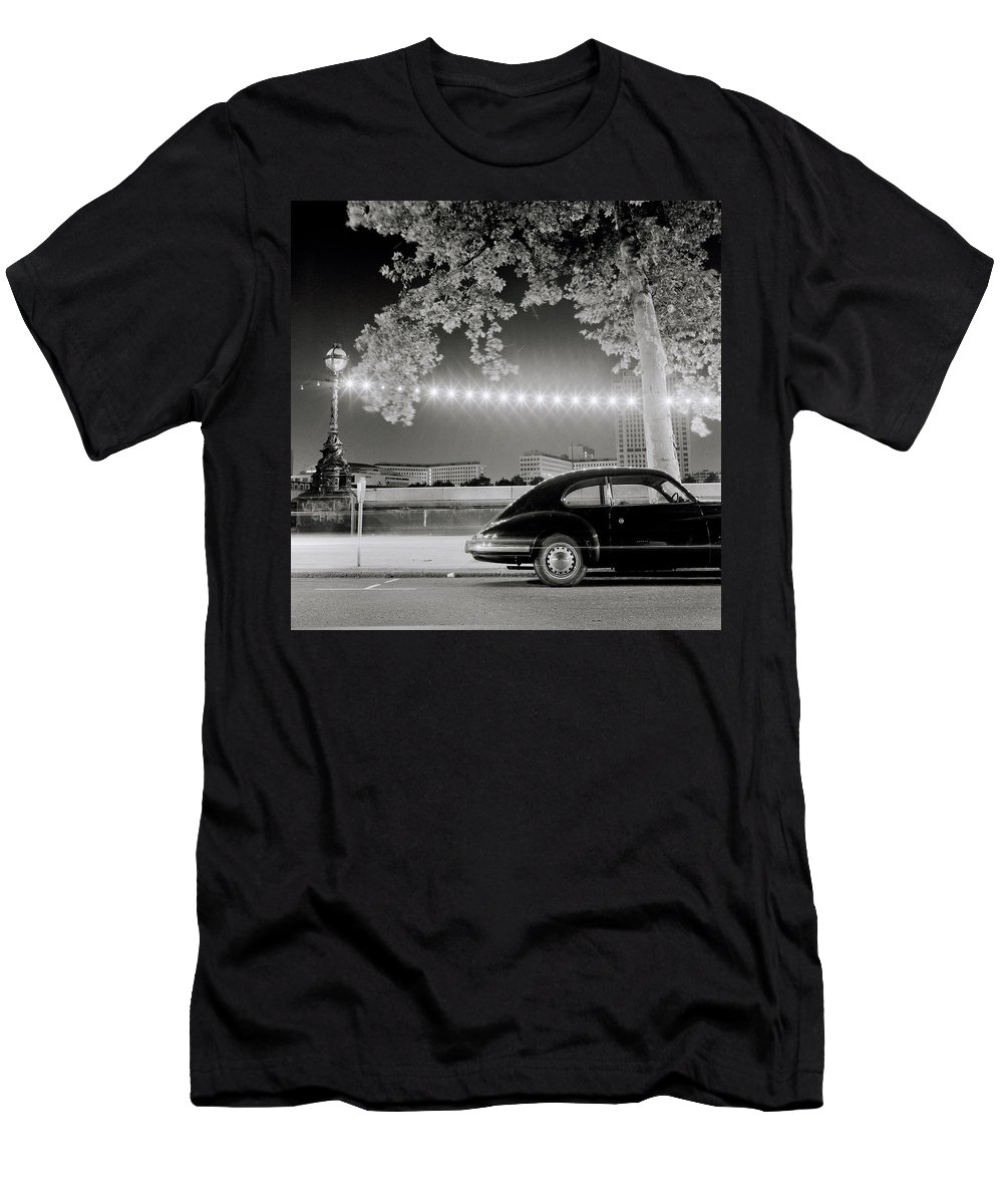 Car Men's T-Shirt (Athletic Fit) featuring the photograph Classic London by Shaun Higson